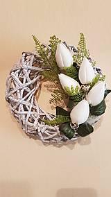Dekorácie - jarný veniec s bielymi tulipánmi - 9108360_