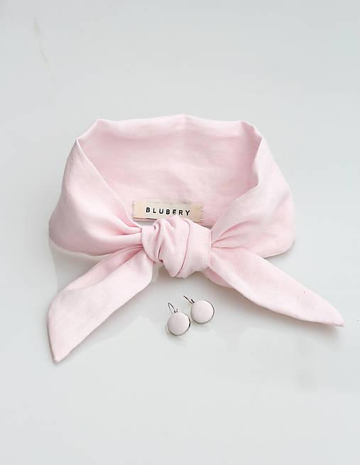 Elegantná púdrovo ružová ľanová šatka s náušničkami