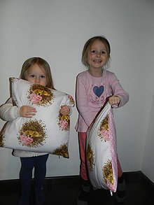 Úžitkový textil - Vankúš ježkovia so srdiečkom - 9109791_