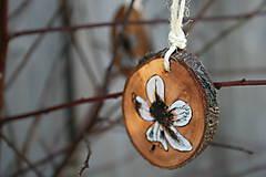 Dekorácie - drevená závesná dekorácia8 - 9108446_