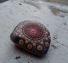 Dekorácie - Medená mandalka - Na kameni maľované - 9110233_