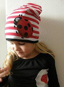 Detské čiapky - Prechodná čiapka s lienkou - 9109126_