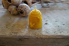 sviečka z včelieho vosku- malý úlik