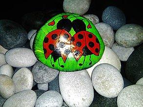 Dekorácie - Zamilované lienky-dekoračný kamenček - 9114232_
