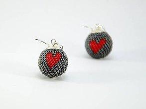 Náušnice - Háčkované korálkové náušnice Srdce - 9119552_
