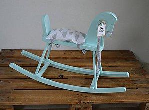Hračky - Mentolový drevený hojdací koník - 9119256_
