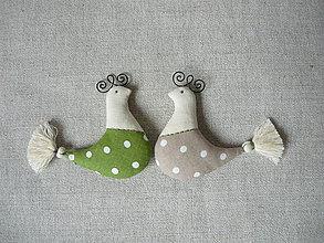 Dekorácie - Vtáčiky zeleno -béžové - 9119245_