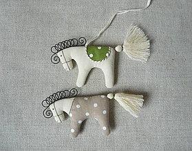 Dekorácie - Dekorácia koník béžovo- zelený - 9119287_