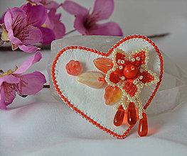 Odznaky/Brošne - Brošňa srdce s kvietkom - 9118141_