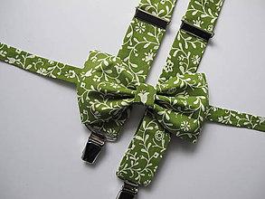 Doplnky - Pánsky motýlik a traky - set v zelenom s kvietkami - 9122398_