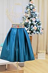 Sukne - KRÁTKA skladaná sukňa s folklórnym pásom - 9123778_