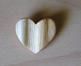Odznaky/Brošne - Brošňa z dreva - srdce 4 - 9123588_