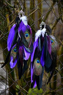 Náušnice - Dlhé fialové náušnice s pávom - 9120031_