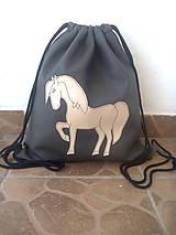 - Batoh  s koníkom - 9125051_