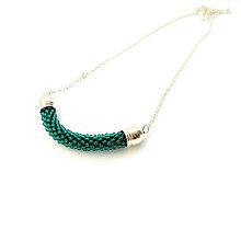 Náhrdelníky - SNAKE smaragdovo zelené - dlhý náhrdelník - 9127922_
