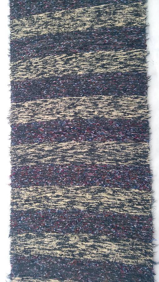 Chlpatý koberec tmavé pásy