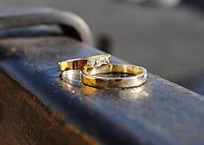 Prstene - Tepané obrúčky žlté ploché - 9131126_