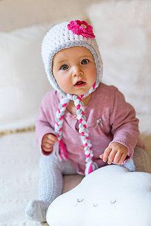 Detské čiapky - Zimná ušianka ... snehobiela so silno ružovým kvietkom - 9134467_