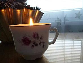 Svietidlá a sviečky - sviečka v šálke fialová ruža - 9131490_