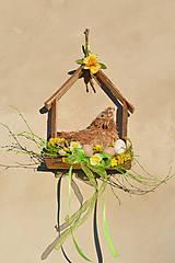 Dekorácie - Jarný drevený domček so sliepočkou - 9129674_