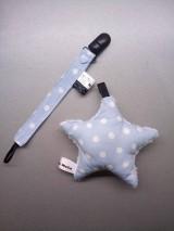 Detské doplnky - Klip na dudlík, hryzačku alebo hračku bledomodrý s bodkami a hrkálka hviezdička - 9132956_