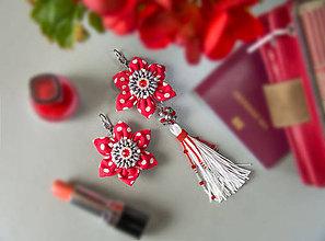 Náušnice - Náušnice: Kvety s dlhými strapcami (Swarovski červeno-bodkované so sivým) - 9130603_