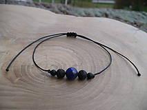 - jednoduchý šnúrkový náramok s onyxom a lapis lazuli - 9129623_