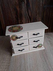 Krabičky - Drevená komodka - šperkovnica - 9135887_