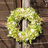 Dekorácie - Zelený jarný veniec na dvere - 9138946_