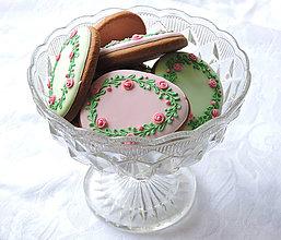 Dekorácie - Medovníková kraslica s ružičkovým venčekom - 9141241_