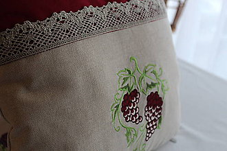 Úžitkový textil - Vyšívaný vankúš Alibernet - 9141061_