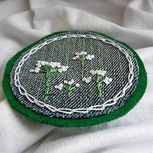 Odznaky/Brošne - Biele drobné kvietky... - 9141284_