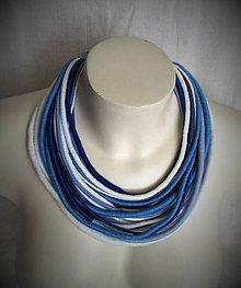 Náhrdelníky - Modro-biely náhrdelník z priadzí - 9139634_