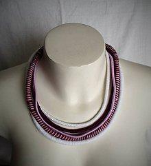 Náhrdelníky - Bielo-fialový náhrdelník z priadzí - 9139714_