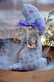 Dekorácie - Zajačik (Biela, rúžovo- fialové kvietky) - 9142186_