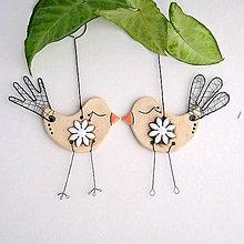 Dekorácie - jarný vtáčik s kvetom - 9144715_