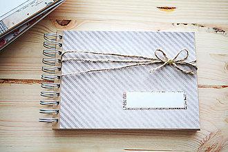Papiernictvo - Scrapbook fotoalbum / kniha hostí - 9146171_