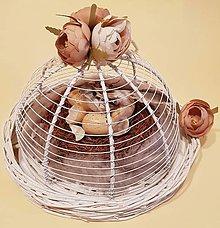 Dekorácie - vintage veľkonočná dekorácia s vtáčikom v podnose s vrchnákom - 9144638_