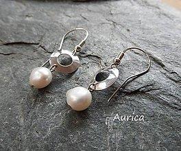 Náušnice - Strieborné náušnice s perlami - 9146463_