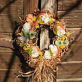 Dekorácie - Jarný šiškový veniec na dvere - 9144223_