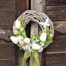 Dekorácie - Veľkonočný venček na dvere s motýľmi - 9144392_