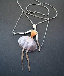 Náhrdelníky - Nerezový náhrdelník baletka s recy sukňou - 9148538_
