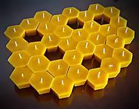 Plovoucí svíčka - včelí buňka
