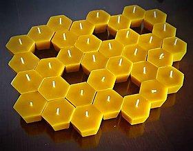 Svietidlá a sviečky - Plovoucí svíčka - včelí buňka - 9145501_