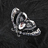 Brošňa Nočný motýľ z flitrov a korálkov