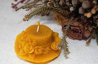 Svietidlá a sviečky - Sviečka z včelieho vosku klobúčik - 9149363_