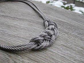 Náhrdelníky - Uzlový náhrdelník z troch šnúr (Sivý hrubší č.1734) - 9145991_