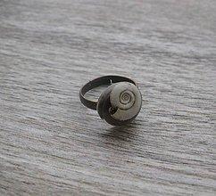 Prstene - Živicový prsteň s kvietkami (so slimákom č.1736) - 9146142_