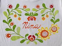 Folkové maľované tričko so slnečnicami a menom v strede (Body)