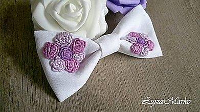 Odznaky/Brošne - Fialovo-ružové ruže dámsky motýlik - 9147243_